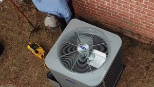 HVAC technician servicing air conditioner | Climate Masters INC | Air Conditioning Repair | Air Conditioning Repair Service